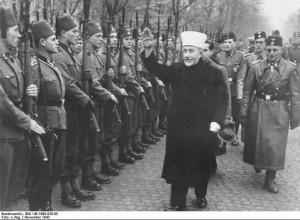 Amin al-Husseini bei bosnischen SS-Freiwilligen